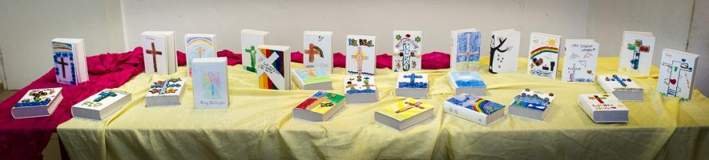 Jede Bibel ist individuell gestaltet und jede einzelne ein Kunstwerk